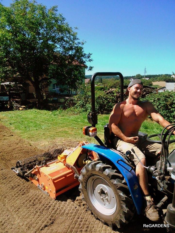 zakladač trávníků